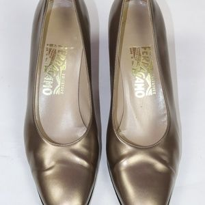 FERRAGAMO GOLD LEATHER BLOCK HEEL PUMP 9.5B